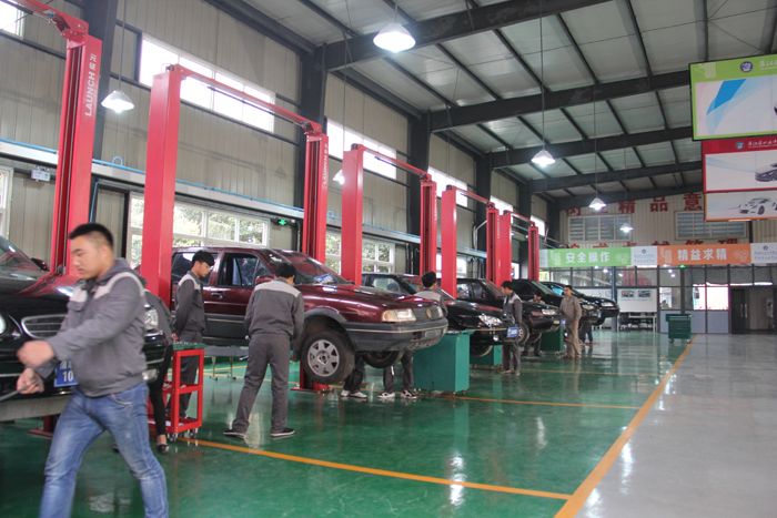汽车实训室二  Automobile training room 2